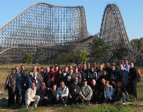 photo de groupe devant le Colossus d'Heide-Park